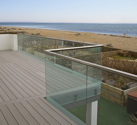 Vertigrain decking gallery timbertech uk for Garden decking glass panels