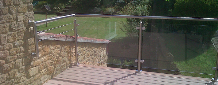 Glass decking balustrade with stainless steel handrail for Garden decking glass panels